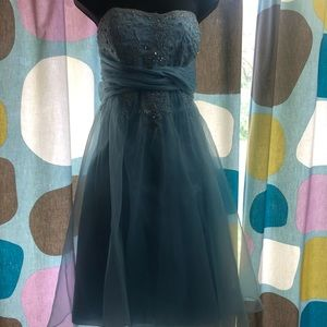 Knee length party dress by Niki Lavas size 16